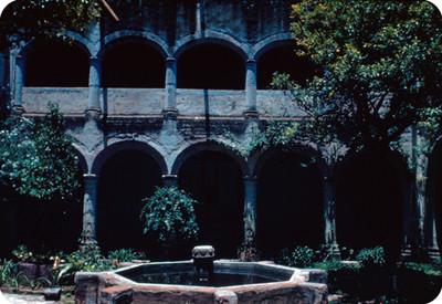 Arqueria y fuente de un convento