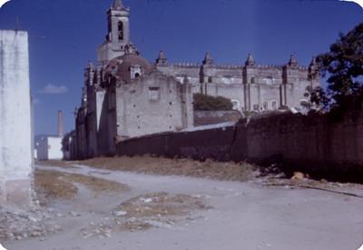Convento de San Francisco de Asis, lado sur, vista desde una calle