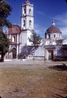 Iglesia, lado oeste, vista parcial