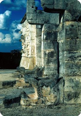 Templo de los Guerreros, detalle de las columnas