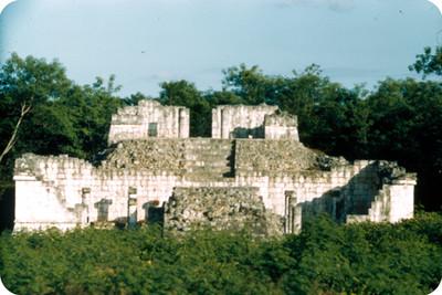 Arquitectura monumental prehispánica, ruinas