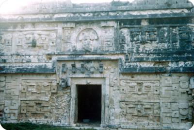Arquitectura monumental prehispánica, vista parcial