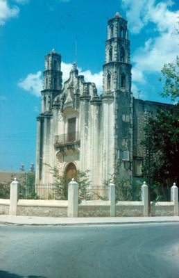 Templo y convento de San Juan, vista lateral
