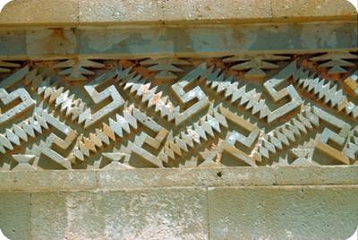 Arquitectura monumental prehispánica, detalle de grecas