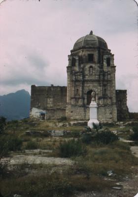 Iglesia abovedada, vista frontal