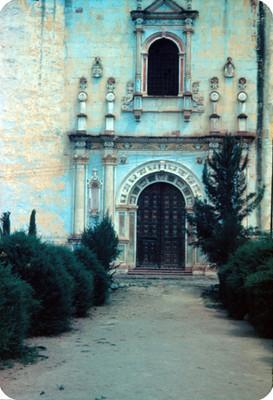 Entrada al convento de San Miguel Arcangel, lado oeste
