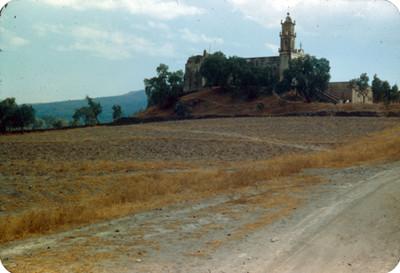 Iglesia sobre un cerro
