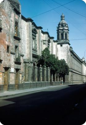 Iglesia, vista lateral, lado sur