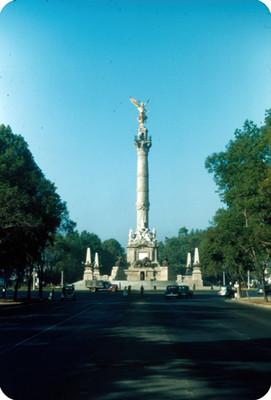 Glorieta del ángel de la Independencia, vista frontal
