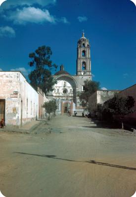 Iglesia, lado oeste, vista frontal