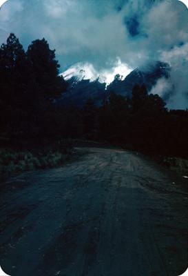 Popocatepetl, visto desde un camino