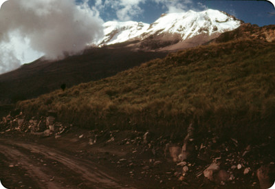 Volcan Iztaccihuatl, visto desde un camino