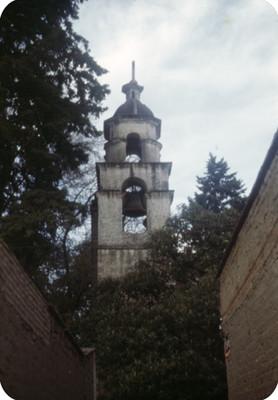 Torre de una iglesia en Coyoacan
