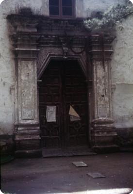 Entrada a una iglesia en Coyoacan, lado oeste
