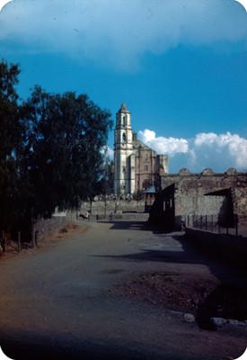 Arquitectura religiosa en San Agustin, vista desde una calle