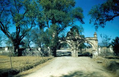 Acceso al atrio del convento de San Agustin, lado norte