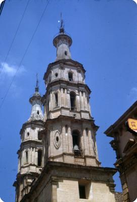 Torres de catedral, vista parcial