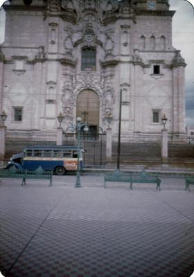 Parroquia de La Asuncion, lado oeste, vista frontal