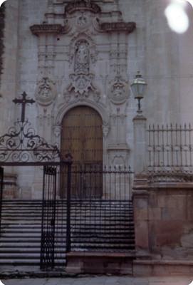 Parroquia de La Asuncion, entrada, lado norte
