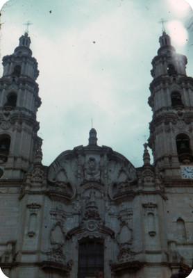 Torres de la Parroquia de La Asuncion, vista frontal