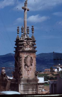 Cruz en la barda atrial de la Catedral de Santa Prisca