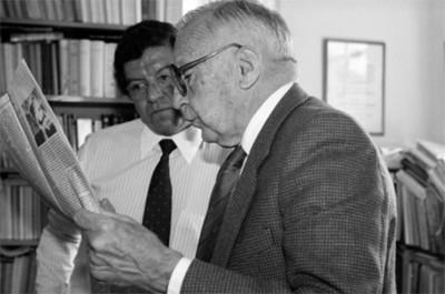 Silvio Zavala, historiador, con periodista