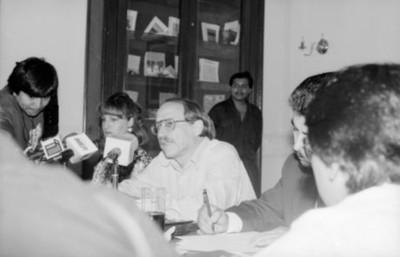Jaime Bali preside una conferencia de prensa