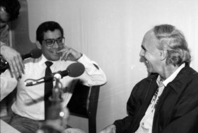 Periodista entrevista a un intelectual