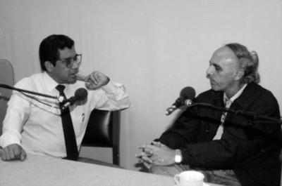 Hombres durante entrevista