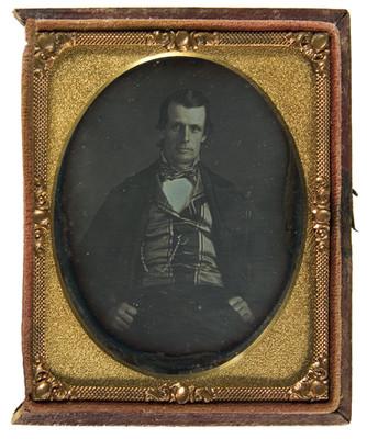 Hombre con chaleco a cuadros y capa, retrato