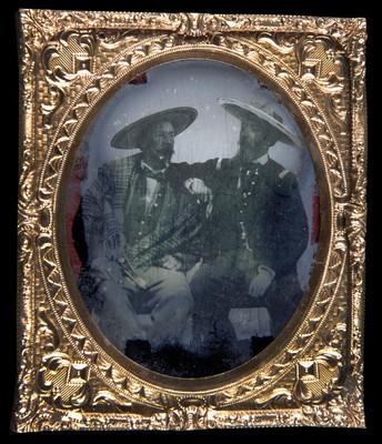 Hombres con trajes de chinaco, retrato