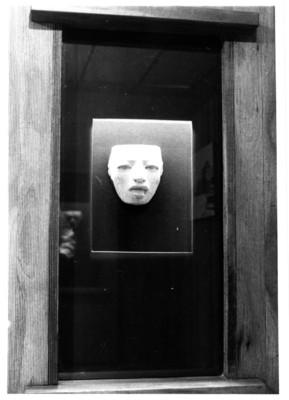 Vitrina con una máscara teotihuacana