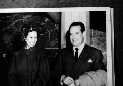 Antonio Ruiz Galindo acompañado por su esposa probablemente durante un evento; retrato