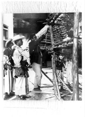 Montaje de la vivienda huichola para la exposición permanente del Museo Nacional de Antropología