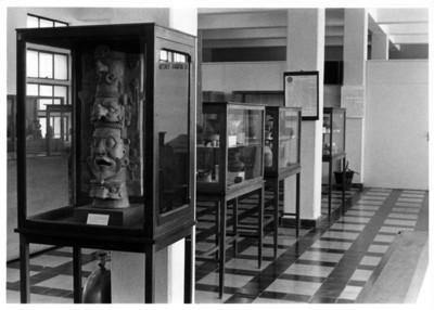 Sala maya con cerámica prehispánica de Palenque