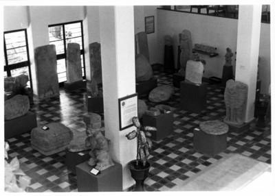 Sala con escultura prehispánica en exhibición