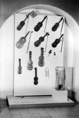 Instrumentos de música en la expo del Museo Nacional de Artes e Industrias Populares