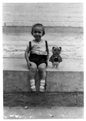 Iker Larrauri a los dos años