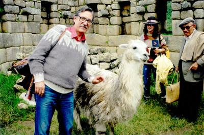 Felipe Lacouture Fornelli en una comunidad andina