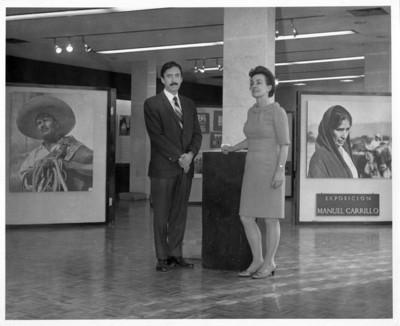 Felipe Lacouture y compañía en la exposición Manuel Carrillo