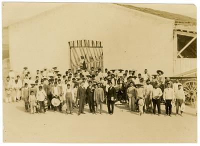 Úrsulo Galván, Pandurang Khankhoje, alumnos y profesores de la Escuela Libre de Agricultura de Tocuila
