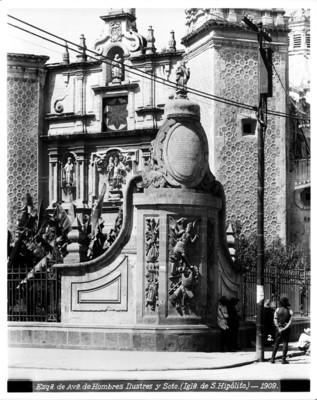 Detalle arquitectónico del atrio de la iglesia de San Hipólito en las calles de San Hipólito y Zarco