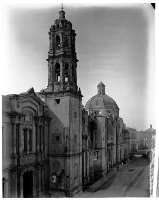 Fachada, torre y cúpula de la Iglesia de Regina