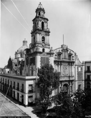"""""""México, Iglesia de Santo Domingo"""", cúpula y campanario"""