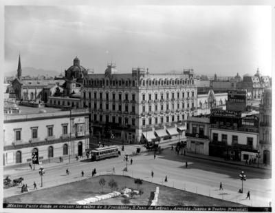 Mexico, punto donde se cruzan las calles de San Francisco, San Juan Letrán, Avenida Juárez y Teatro Nacional
