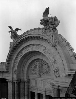 Cornisa del Teatro Nacional