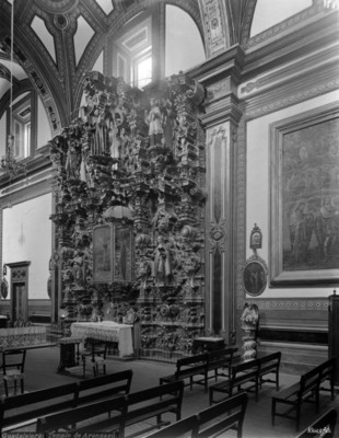 "Altar lateral del ""Templo de Aránzazu"""