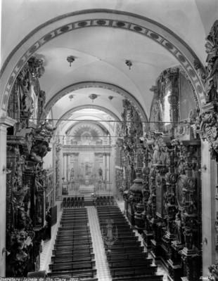 Altar mayor y lateral de la Iglesia de Santa Clara