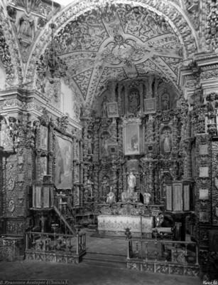 "Altar mayor de la iglesia de San ""Francisco Acatepec"""