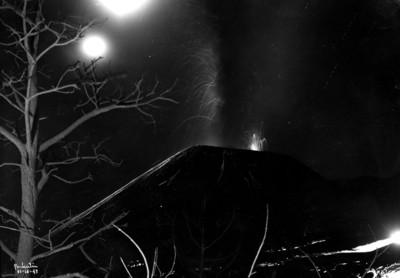 """""""El Paricutín"""", emanación de lava, toma nocturna"""